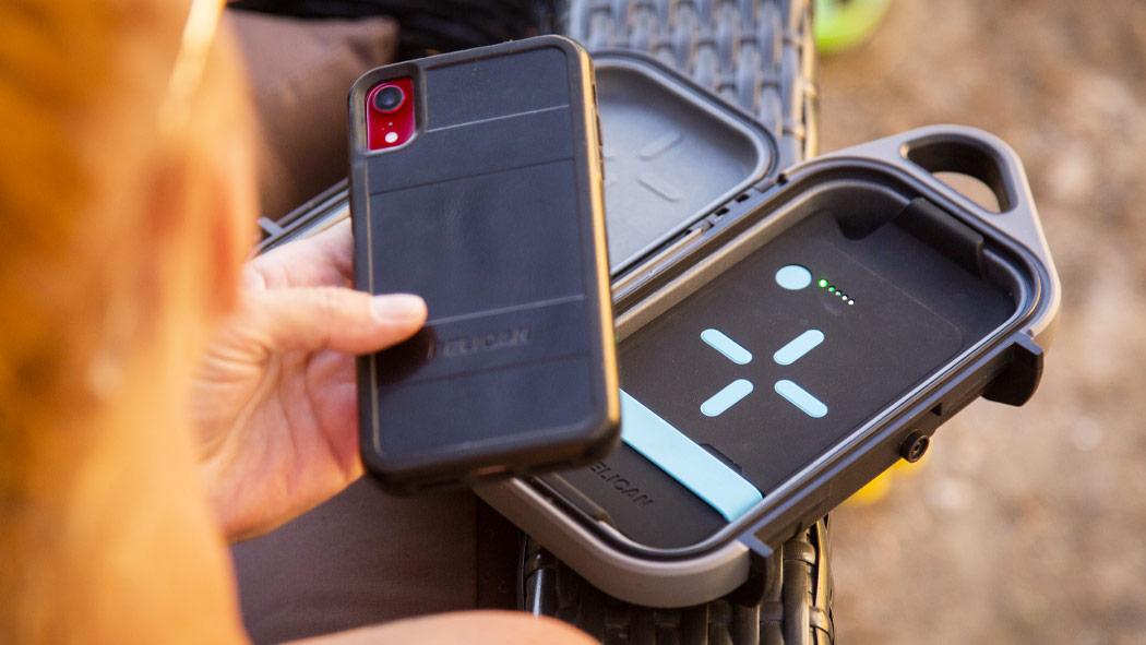 pelican g40c wireless qi charging case