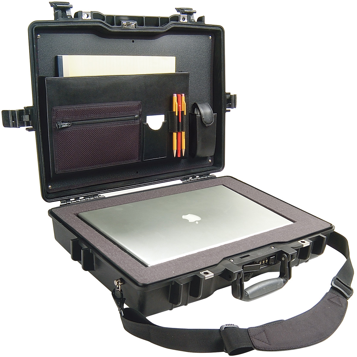 pelican 1495cc2 secure laptop travel macbook case