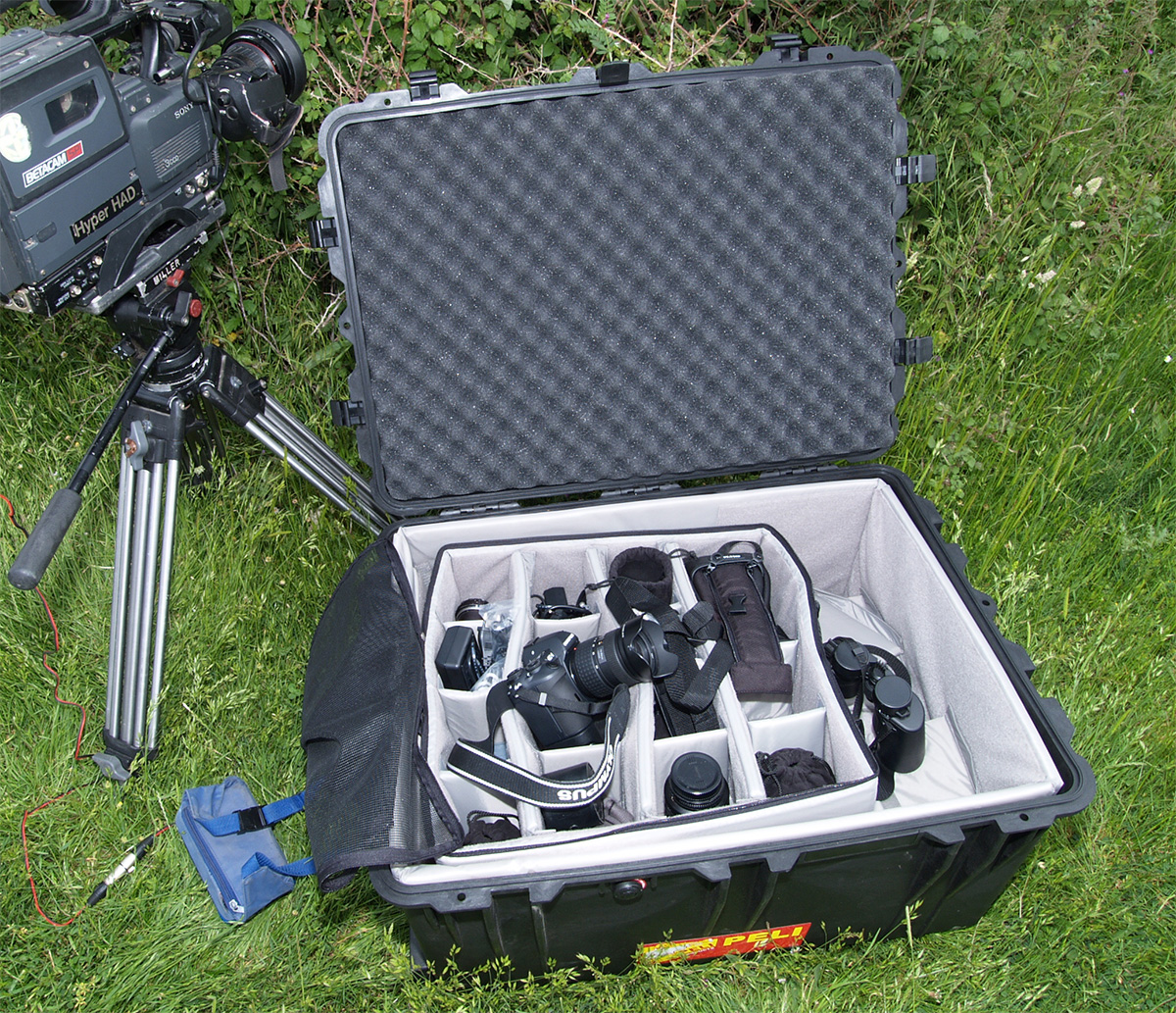 pelican 1630 rolling video camera hard case pelicase