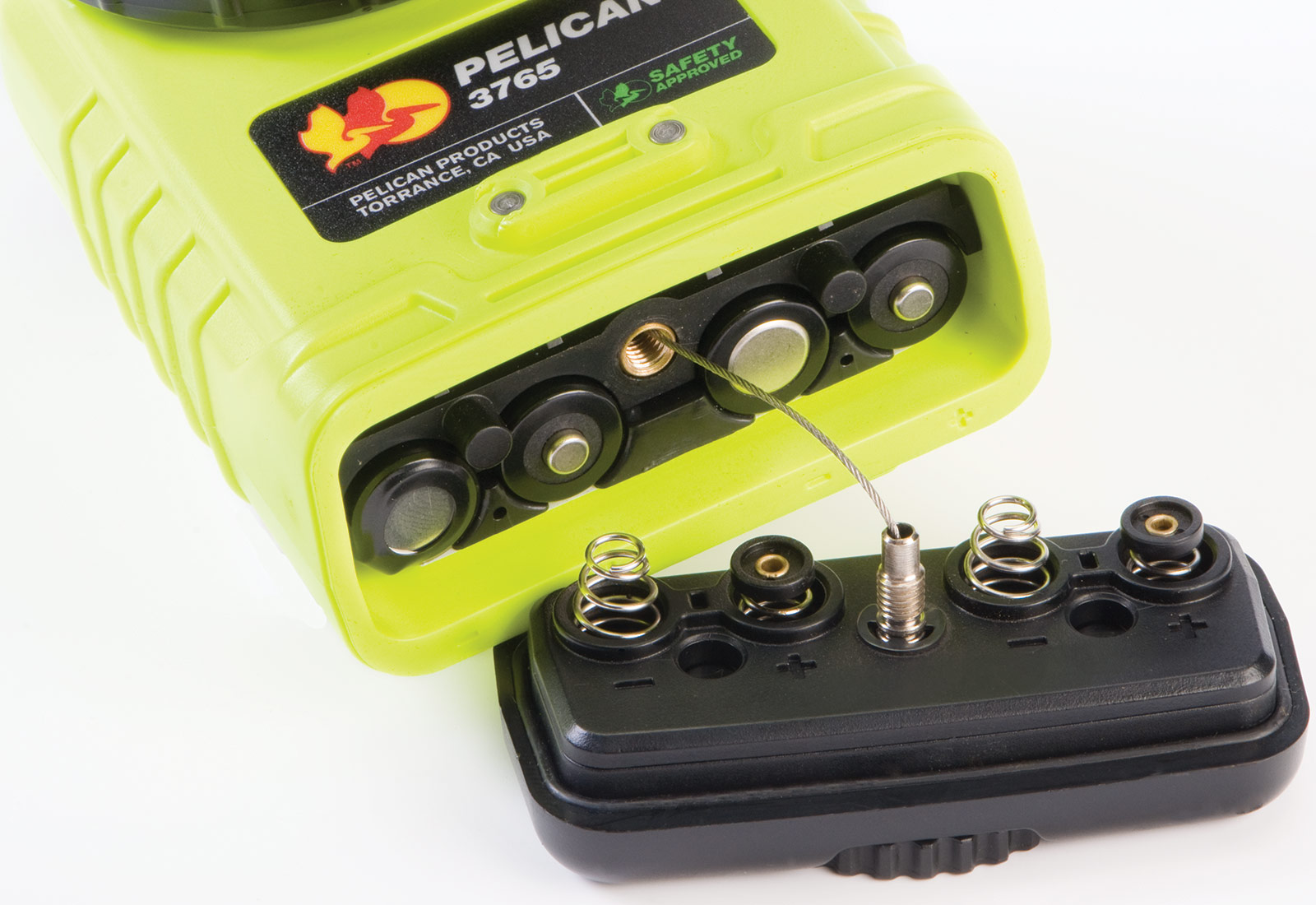 pelican 3765 yellow light battery chamber